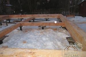 Закладные балки под внутренние перегородки деревянного дома