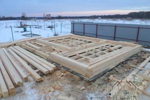 """Строительство сруба из бруса 6х8 с крытой террасой """"под усадку"""""""