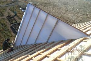 Закончили установку гидропароизоляции на этот элемент ломаной крыши