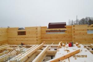 Строительство, вид изнутри на внешние стены из проф. бруса
