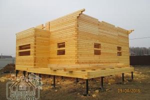 31 ряд дома из проф. бруса, вынос будущей крыши по проекту