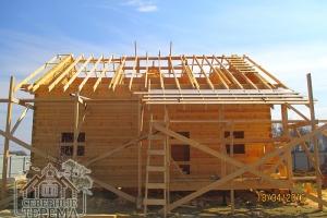 Все стропила установлены, обрешетка и изоляция крыши террасы