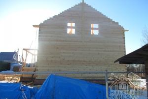 Фронтон собран, намечен вынос крыши со стороны фасадов