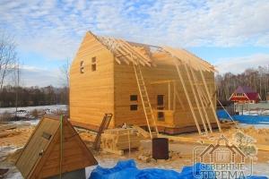 Устанавливаем стропила, крыша ломаная: двускатная с крышей эркера