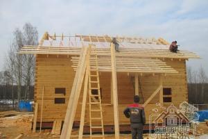 На период усадки крыша будет покрыта рубероидом, потом - металлочерепицей