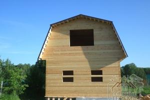 Дом покрытый металлочерипицей