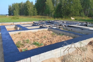 Гидроизолированный фундамент готов к строительству