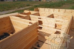 Установлены опоры для лесов подъема сборки