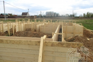 Опалубка чаще всего строится из древесины