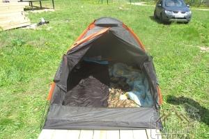 Для бригады из 2 человек в летнее время - палатка