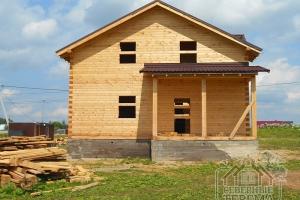 Крыльцо двухэтажного дома