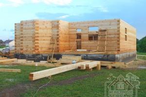 Эркер - отличное решение для деревянного дома