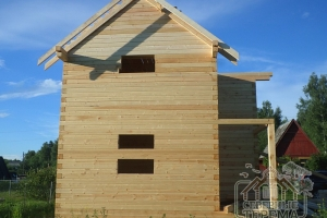Возведены стропила крыши деревянного дома
