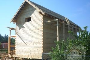 Вид сзади на реализованный проект дачного домика