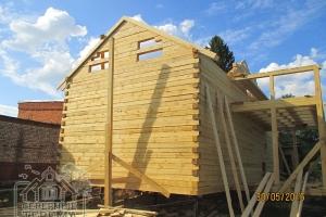 Фронтон из бруса, направляющие ската крыши