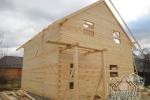 Все готово к установке обрешетки крыши деревянного дома