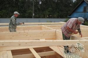 Монтаж деревянных нагелей, повышающих жесткость конструкции