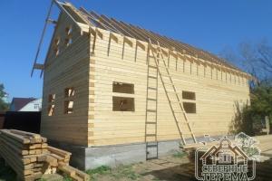 Вынос крыши для защиты фронтона дома от влияния осадков
