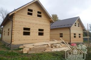 Точность сборки двух деревянных домов - налицо