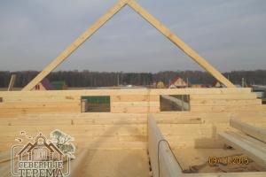 Начинаем зашивать фронтон двухэтажного дома из бруса 7х9 метров
