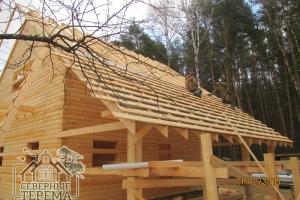 Продолжаем монтаж изоляции крыши и обрешетки