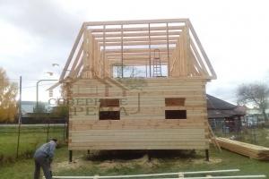Брусовой дом с ломанной крышей