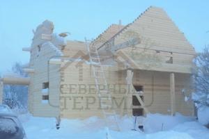 Дом с террасой и балконом