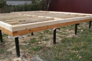 Начало строительства брусового дома на свайно-винтовом фундаменте