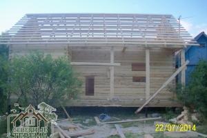 Вид на собранный дом со стороны второго ската крыши