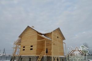 Дом из бруса под крышей