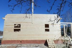 Собираем второй фронтон дома из профилированного бруса