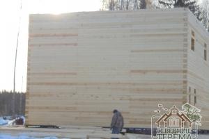 Вид с боковой части деревянного дома