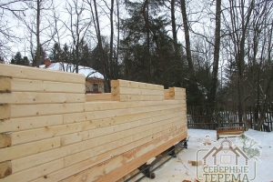 Собрано 10 рядов стен толщиной 195 мм на закладной венец