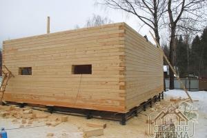 Геометрия углов стен многократно замеряется в процессе строительства