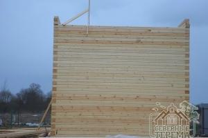 На данный момент собрано 37 рядов внешних стен дома из бруса