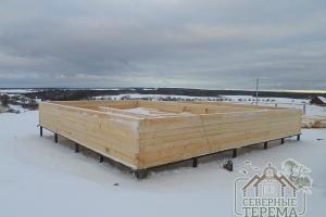 Собрали 7 рядов дома по проекту ДБ-7, размер 9х9 метров