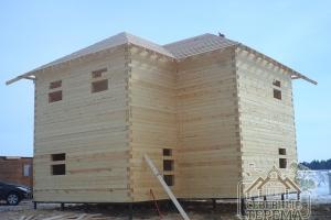 Ясная и точная геометрия сборки деревянного дома из бруса 9х9