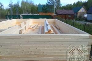 Собрано 9 венцов деревянного дома (вместе с обвязочным)