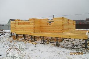 15 рядов дома из бруса на готовом свайно-винтовом фундаменте