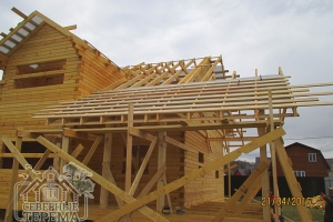 Ставим изоляцию и обрешетку на скат крыши угловой террасы