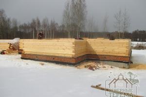 Стены домов из профилированного бруса обладают хорошей теплоизоляцией