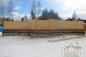 Эркер деревянного дома на ленточном монолитном фундаменте