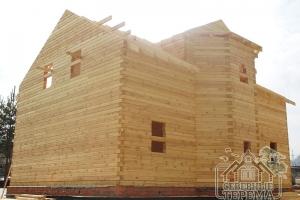По стропилам виден вынос крыши над фасадами - защита стен от осадков