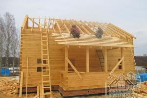 Устанавливаем гидропароизоляцию и обрешетку на скате крыши над террасой