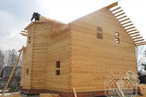 Производим замеры площади рубероида для крыши над эркером здания