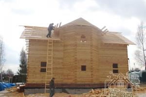 """Устанавливаем обрешетку """"кукушки"""" ломаной крыши деревянного дома"""