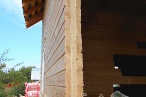 Так выглядит изнутри оконная рама, окна плотно прилегают к стене