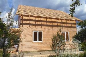 Уже произведен монтаж окон, все подготовлено для укладки крыши
