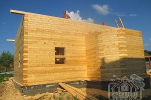 Производим вынос крыши, который защитит стены торцов от осадков