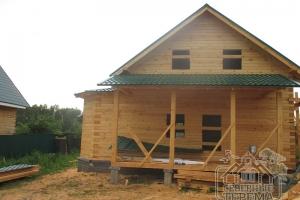 Полностью уложена металлочерепица. Теперь дом защищен.